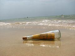 Messaggio nella bottiglia, foto di http://www.flickr.com/photos/funtik/