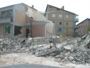 Un esempio della furia del terremoto in Abruzzo dell'aprile 2009