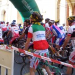 Il gruppo di ciclisti parte alla granfondo di Reggio Emilia
