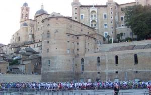 La partenza della granfondo Straducale di Urbino 2009