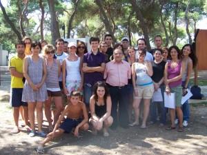 Foto di gruppo dei ragazzi con diabete al campo in Spagna